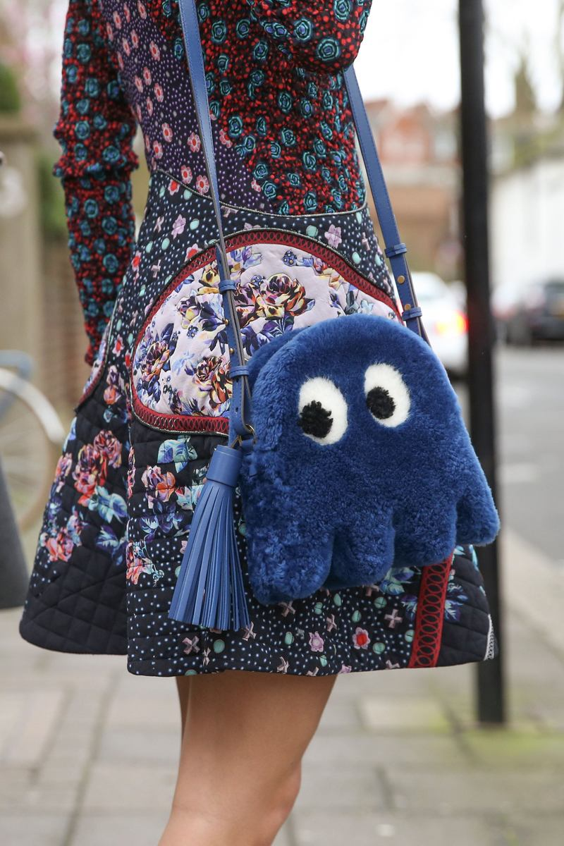 Anya Hindmarch - Street Style (Streetstyle) collection prêt-à-porter automne-hiver 2016-2017 pendant la fashion week à Londres. Street Style (Streetstyle) fashion show Fall/Winter ready-to-wear 2016-2017 during the fashion week-end in London.
