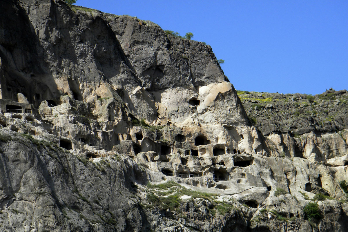 georgia-vardzia-rock-village