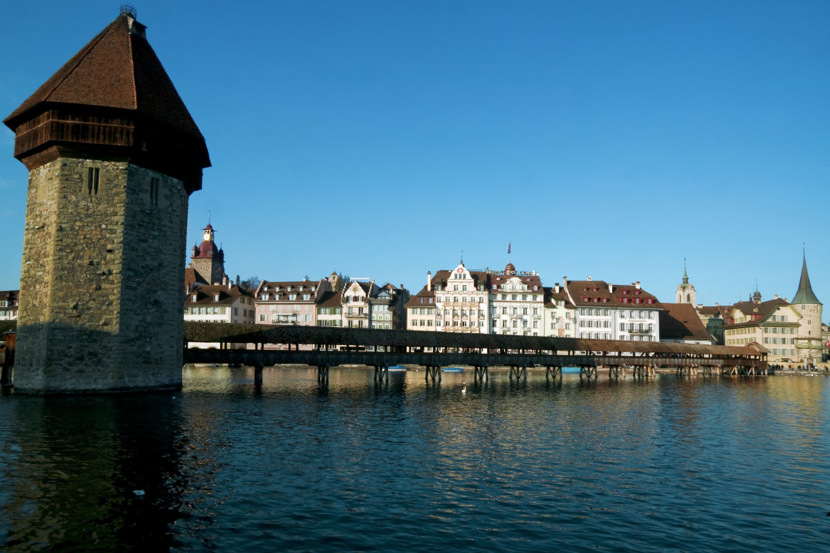 switzerland-lucerne-reuss-river-the-chapel-bridge