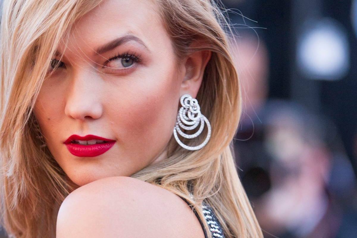 "Karlie Kloss - Montée des marches du film ""Youth"" lors du 68 ème Festival International du Film de Cannes, à Cannes le 20 mai 2015. Red carpet for the movie ""Youth"" during the 68 th Cannes Film festival - Cannes on May 20, 2015."