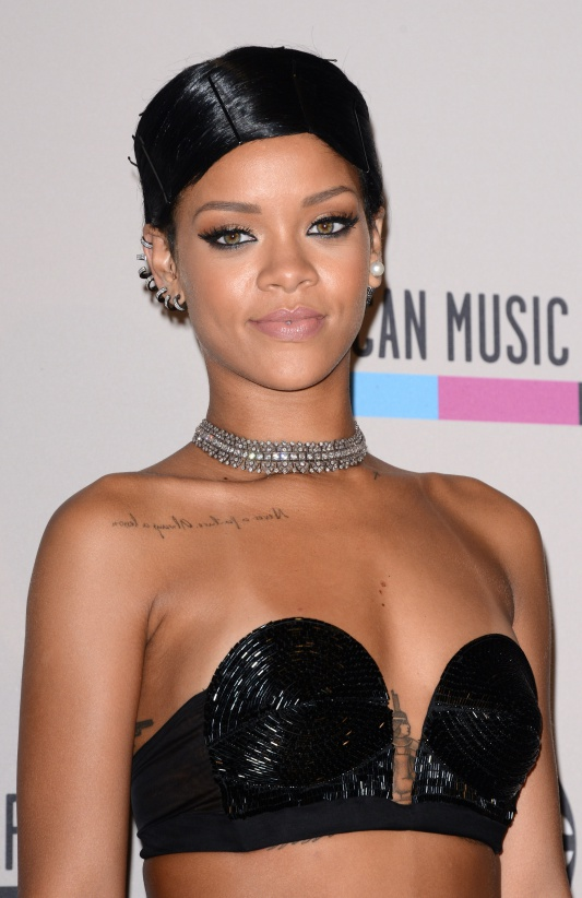 Rihanna poses with the Icon Award in the press room during the American Music Awards 2013 at the Nokia Theatre in Los Angeles, CA, USA on Novembre 24, 2013. Photo by Lionel Hahn/ABACAPRESS.COM
