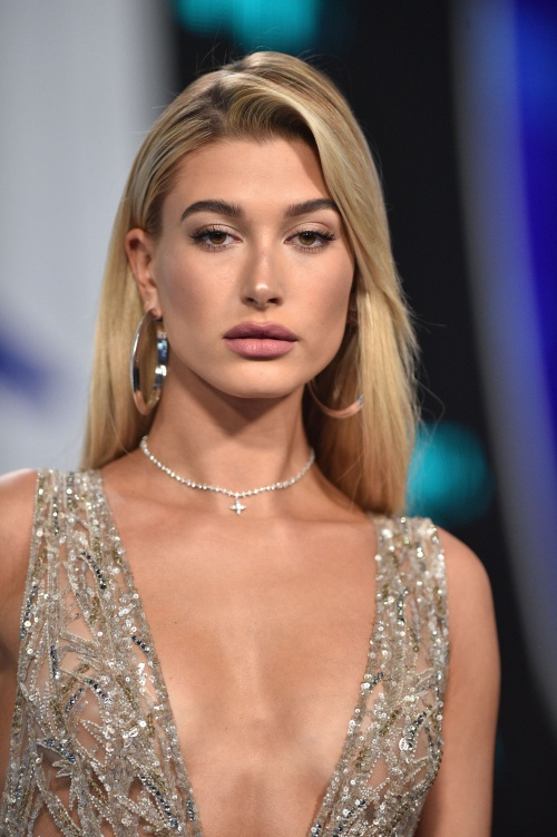 Hailey Baldwin attends the 2017 MTV Video Music Awards at The Forum on August 27, 2017 in Los Angeles, CA, USA. Photo by Lionel Hahn/ABACAPRESS.COM  | 604569_106 Los Angeles Etats-Unis United States