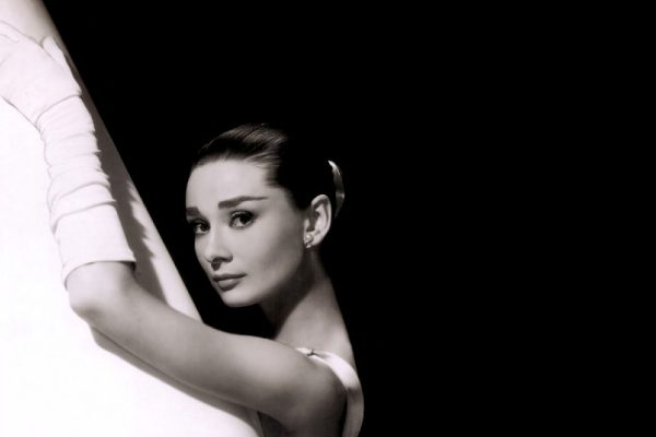 audrey-hepburn-backgrounds_052924373
