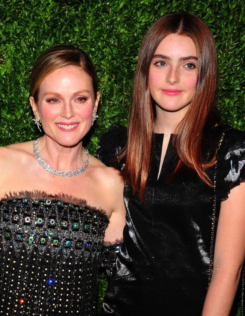 Julianne Moore și Liv Freundlich