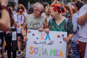 """Mihaela Atkinson: """"Sunt rockeriță, ecologistă, feministă, biciclistă, lesbiană și măritată"""""""