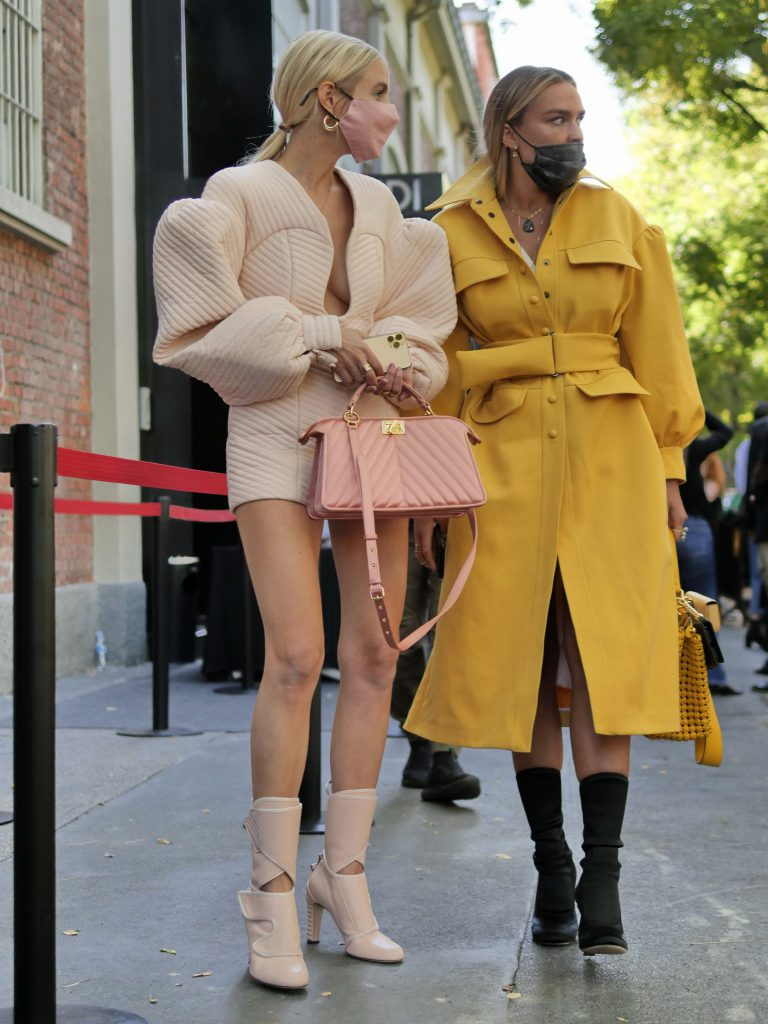 Street style cu mască la Săptămâna Modei de la Milano- Noul normal