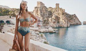 Irina Shayk pose pour la nouvelle campagne Resort Swim 2021 de la marque australienne Zimmermann