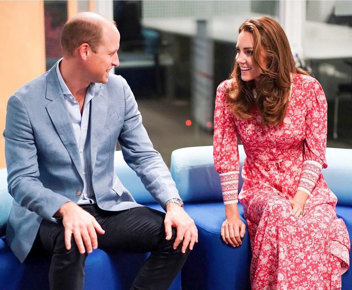 Le prince William et Catherine Kate Middleton font des bagels lors de leur visite à la boulangerie