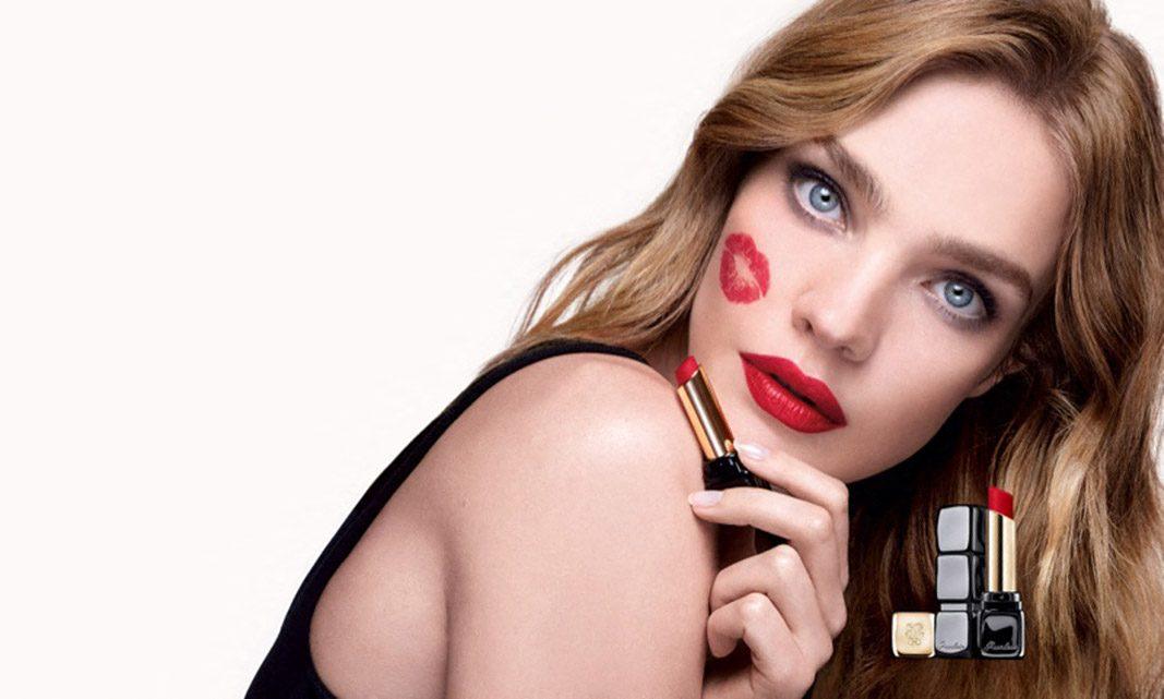 Les mannequins Natalia Vodianova, He Cong et Imari Karanja posent pour la nouvelle campagne de maquillage de Guerlain: KissKiss Tender Matte lipstick