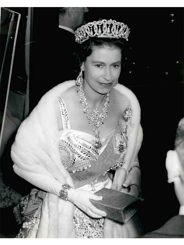 regina elizabeta tron