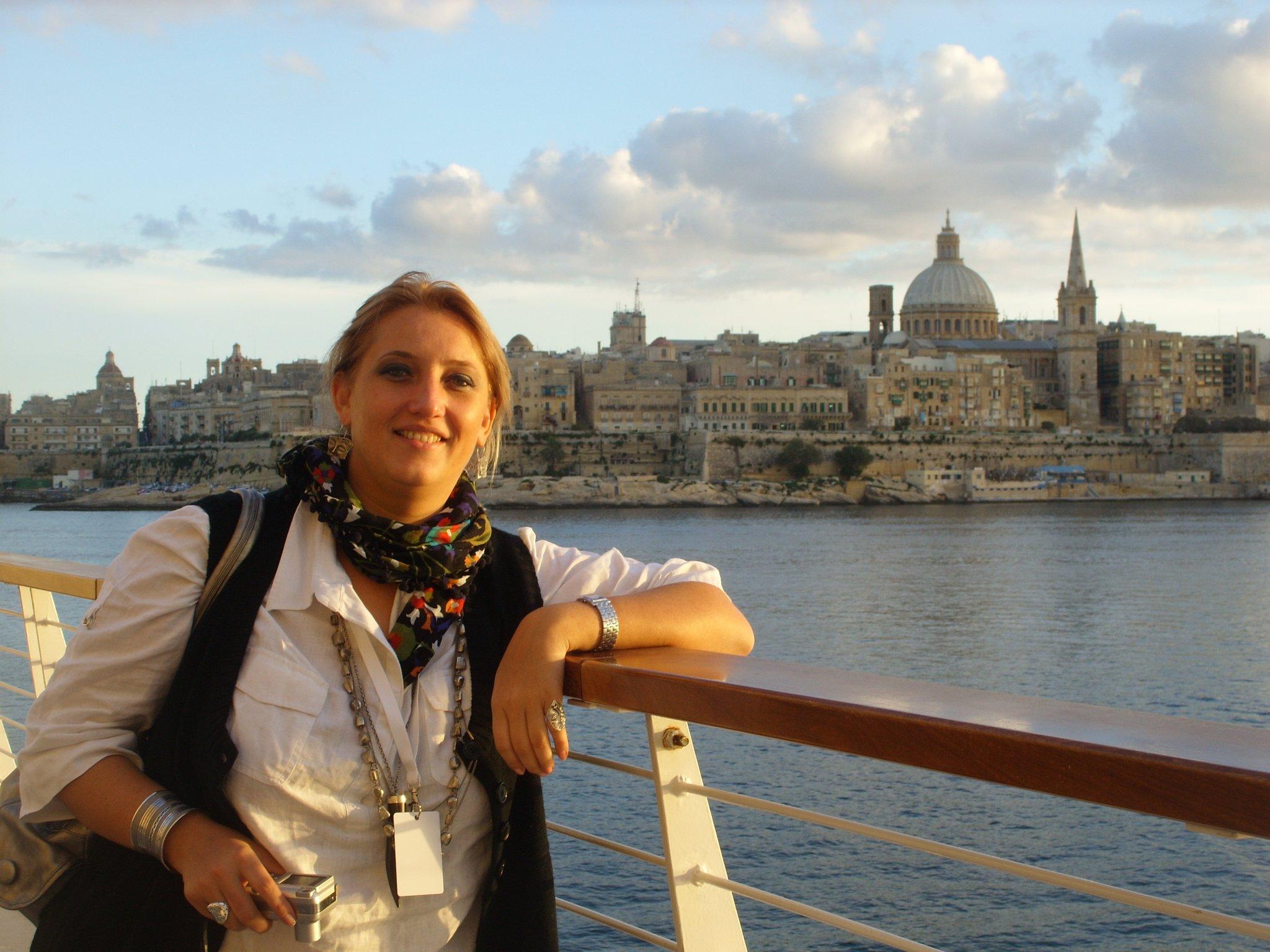 Adela Hanafi deschidere