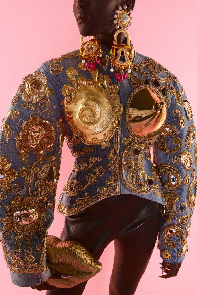 Schiaparelli Haute Couture FW21/22: O colecție ca o expoziție de sculptură