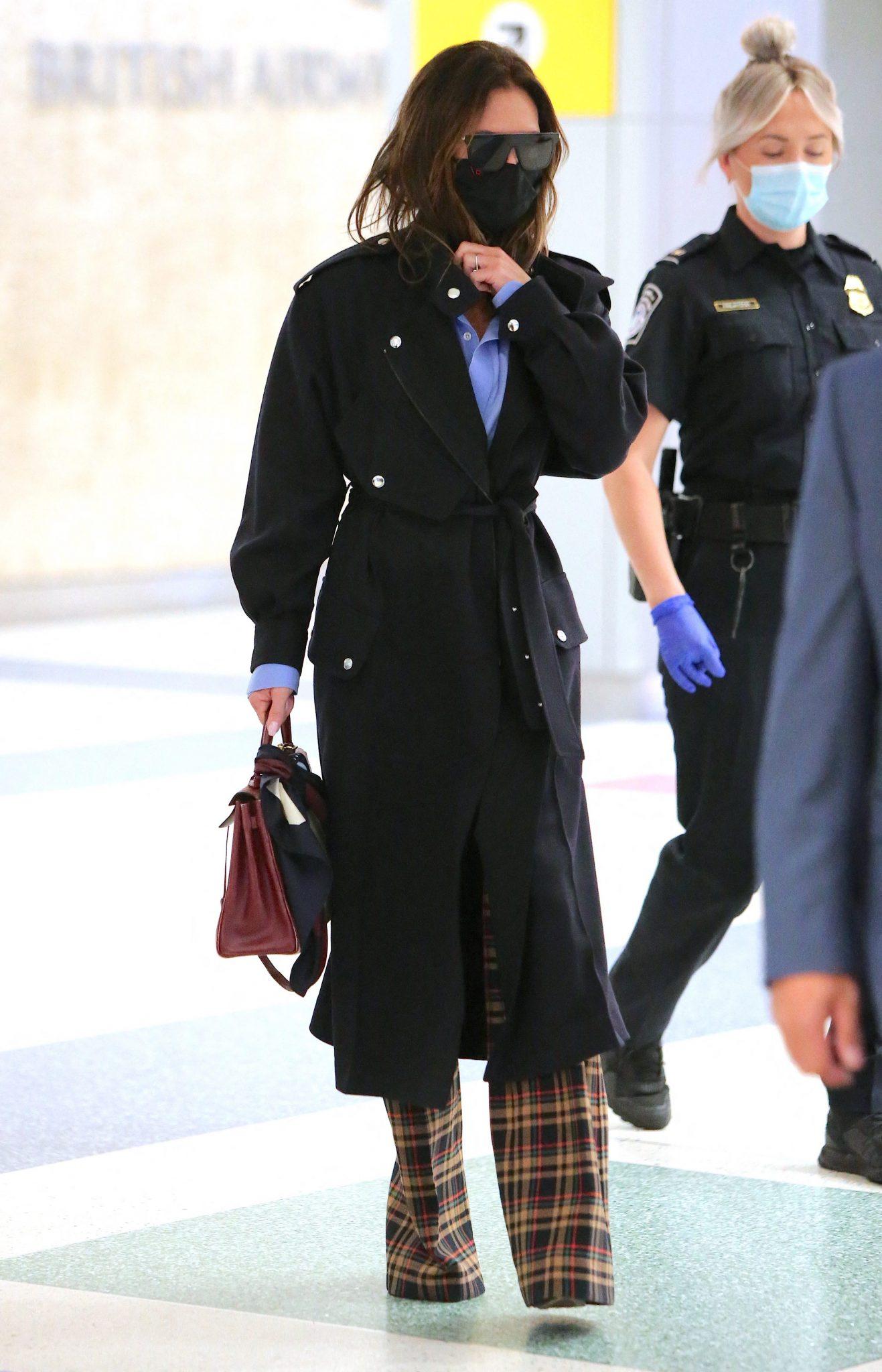 Victoria Beckham ne-a atras atenția săptămâna aceasta prin una dintre cele mai recente apariții ale sale, în care vedeta este un look de toamnă,